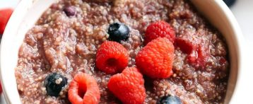 Must-Try Yummy Healthy Slow Cooker Berry Breakfast Quinoa